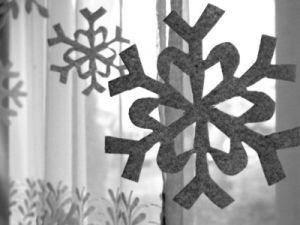 Снежинки из фетра6
