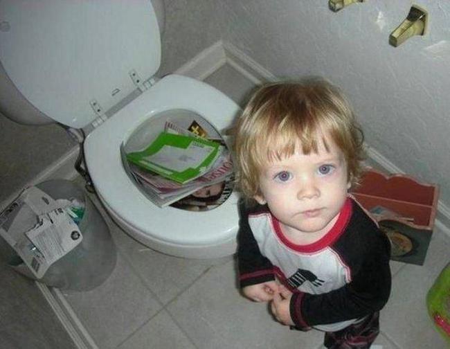 Пап, теперь ты в туалете сможешь столько всего прочитать!