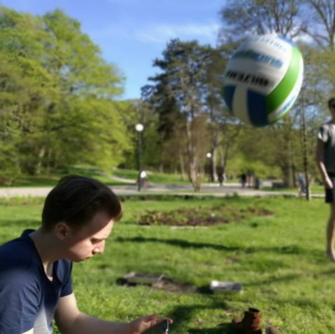 мяч летит