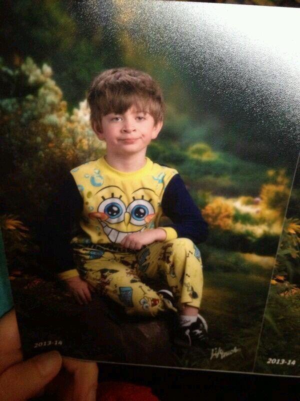 Недовольный мальчик в пижаме