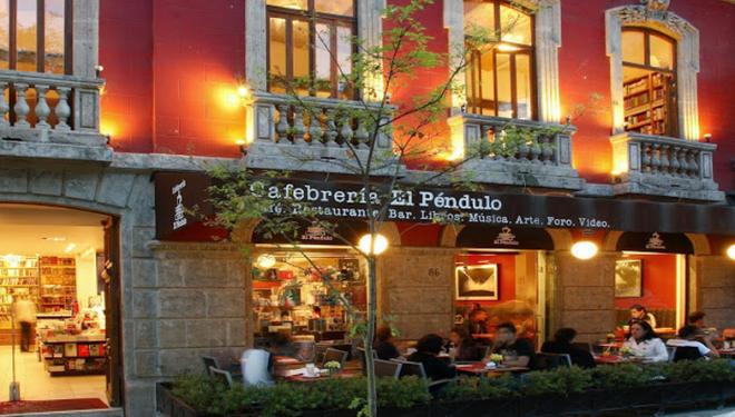 Фасад книжного магазина в Мехико