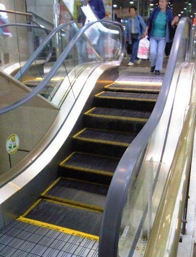 Эскалатор на несколько ступенек