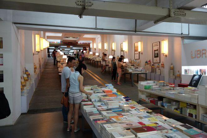 Внутри книжного магазина Китая