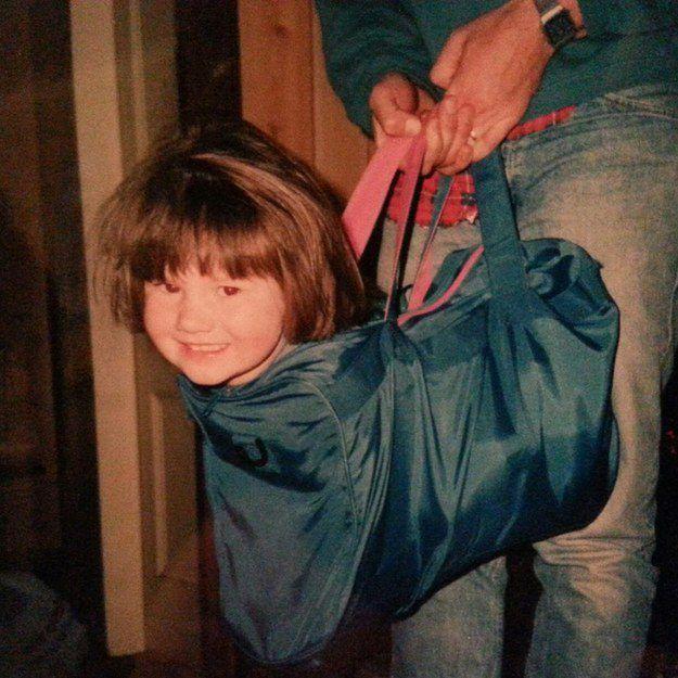 Девочка в сумке