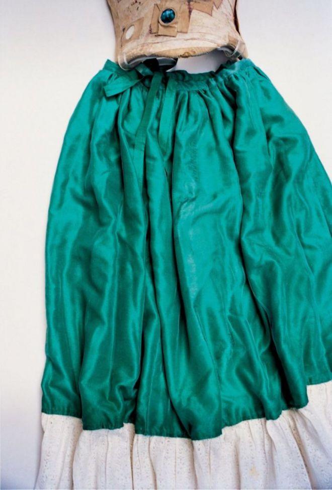 Пышная юбка изумрудного цвета