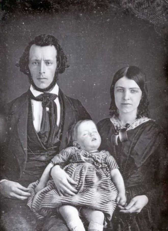 Эти родители разве еще не осознали, что их ребенок мертв!