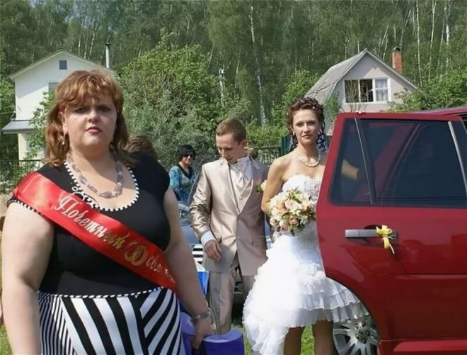 Русскую свадьбу умом не понять: 25 «угарных» фотографий  - Страница 2 19podruzhka_nevesty