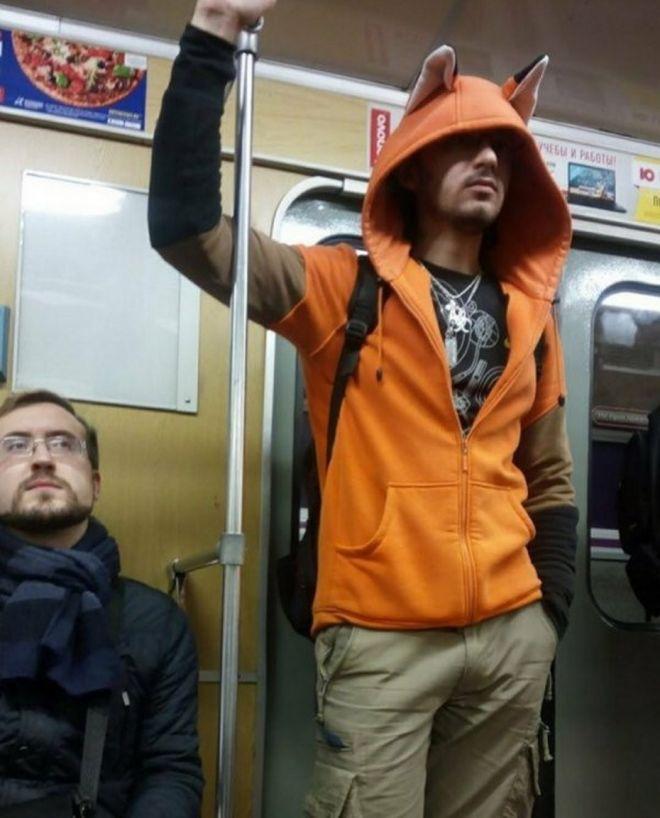 Чудики в метро - Страница 2 19takaya_milota
