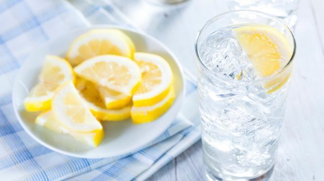 Утро начинайте с лимонной воды