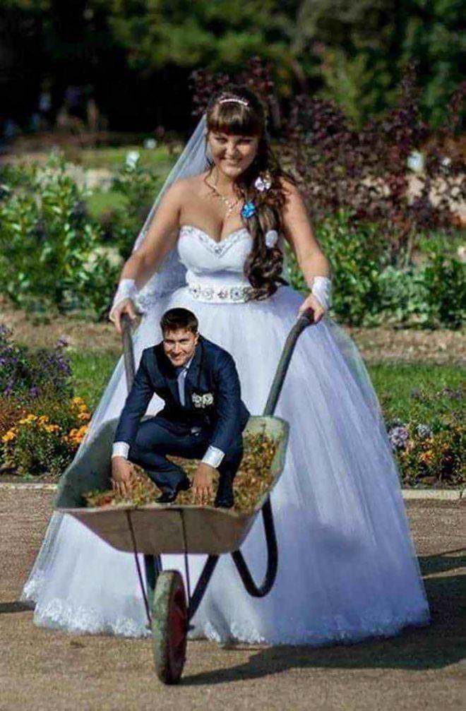 невесты на ладошках танцуют