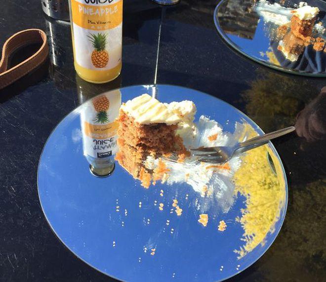 морковный пирог принесли