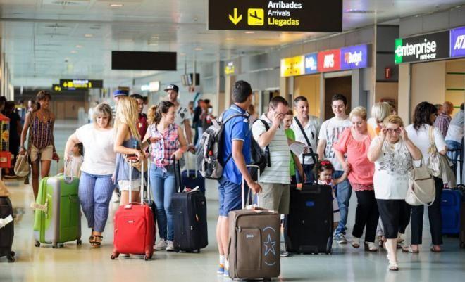 Каждые 60 секунд, 2173 человека отправляются в другую страну