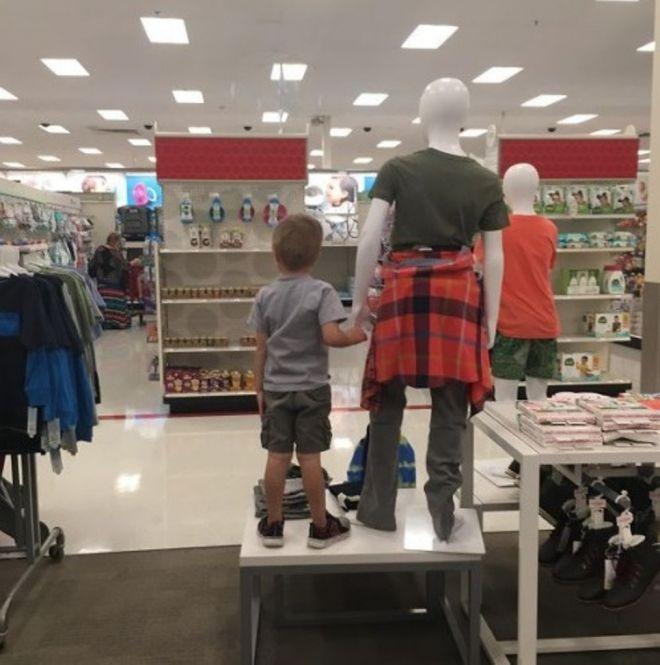 ребёнок нашёл папу