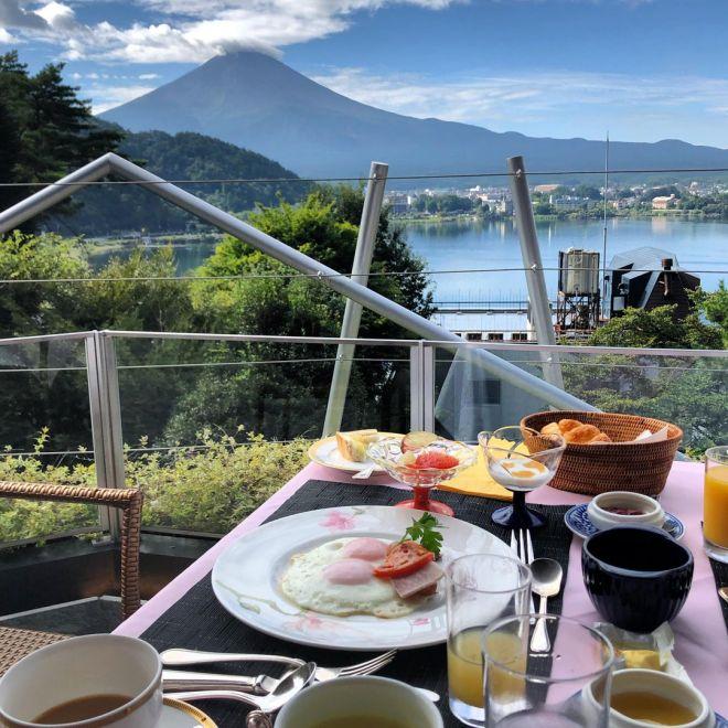Завтрак с видом на Фудзияму