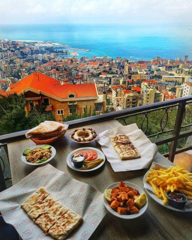 Утро в Хариссе, Ливан
