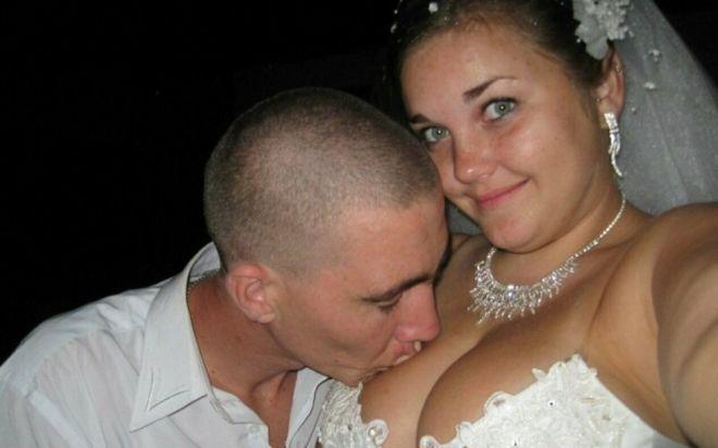 Русскую свадьбу умом не понять: 25 «угарных» фотографий  - Страница 2 20pervyy_poceluy