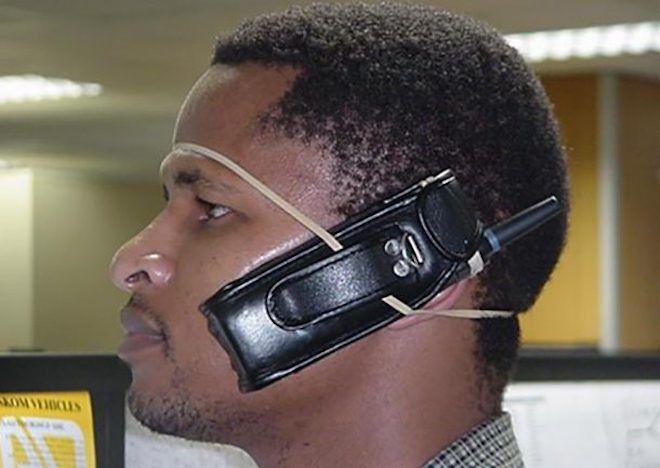 Телефон примотанный к голове