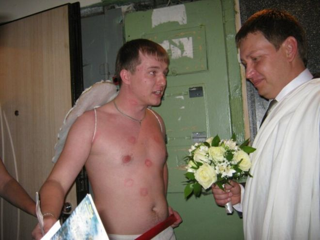 Русскую свадьбу умом не понять: 25 «угарных» фотографий  - Страница 2 22zhenih_ne_peredumaet