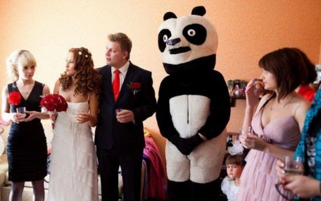 Гость в костюме панды