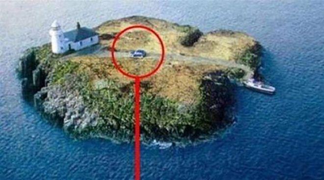Машина на маленьком островке