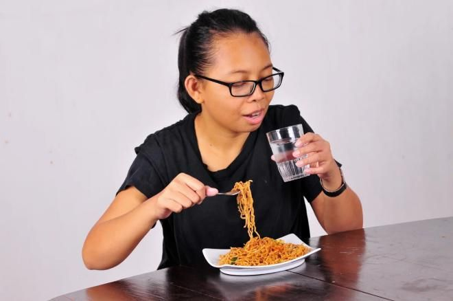 Избегайте питья во время еды