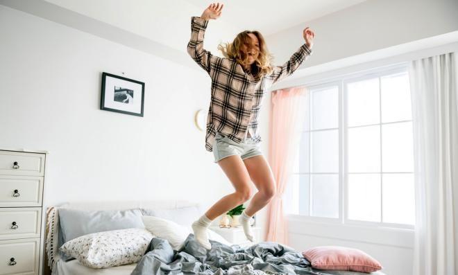 Прыжки на кровати