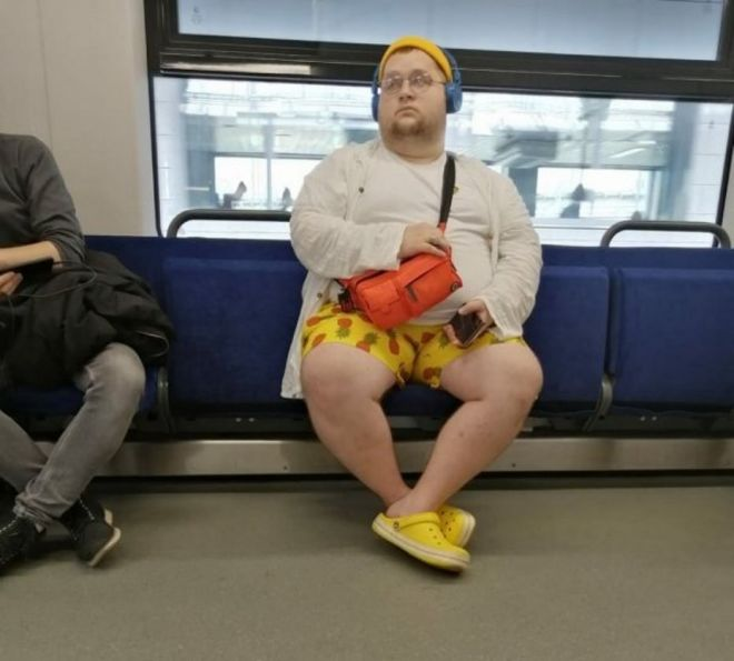 Чудики в метро - Страница 2 3grustnyy_ananas