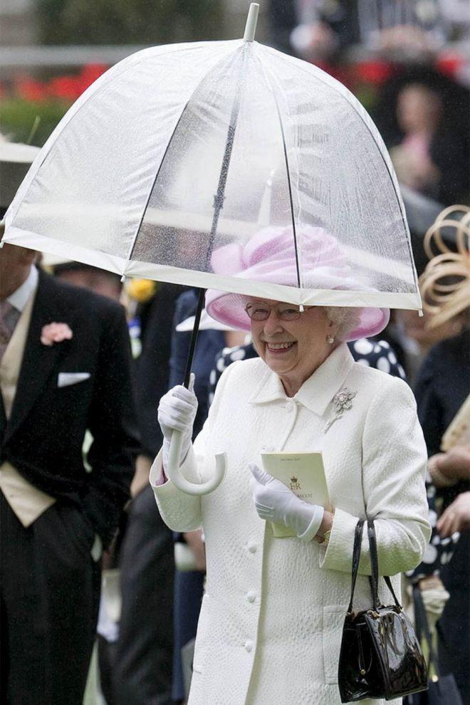 Зонты Елизаветы II всегда совпадают с тоном ее наряда картинки