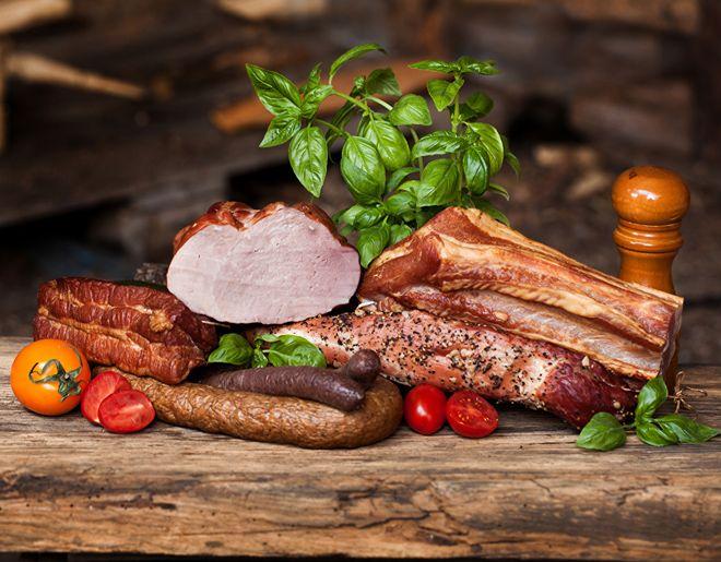 жареное мясо и копчености