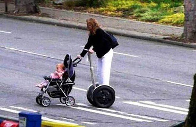 Девушка с коляской