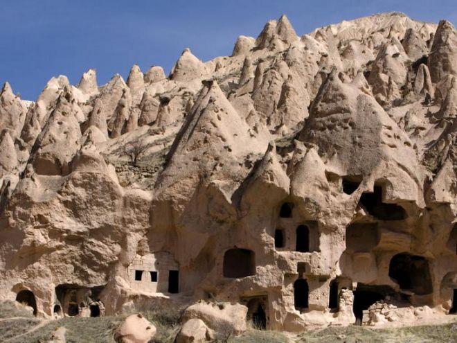 Дом в скалах