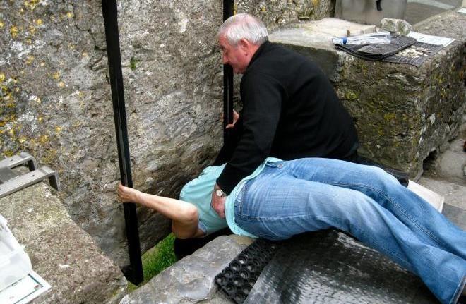 Камень в стене замка Берни