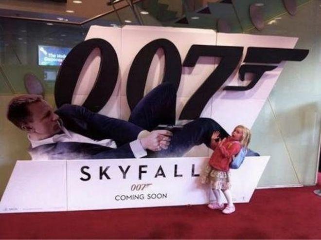 Девочка с агентом 007