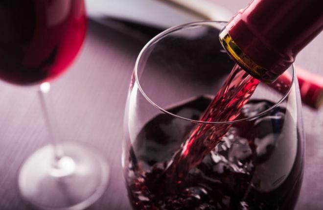 Красное вино помогает сжигать жир