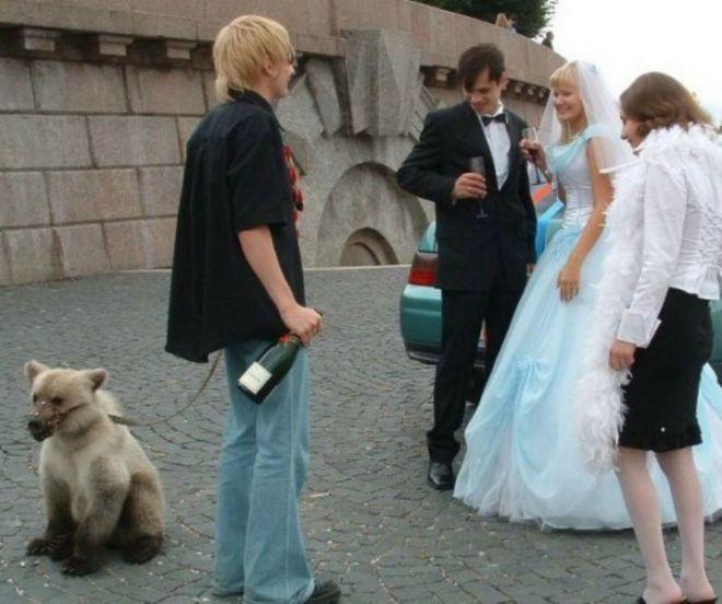 С медведем