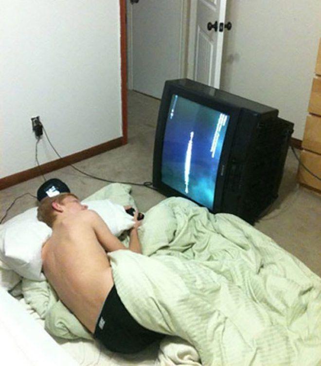 Телевизор на боку