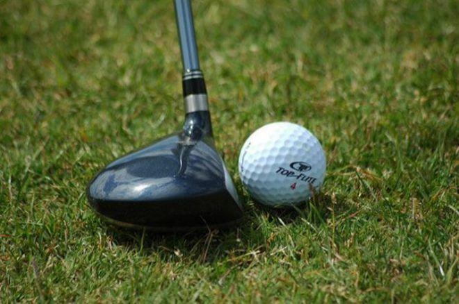 Мячик для гольфа и клюшка