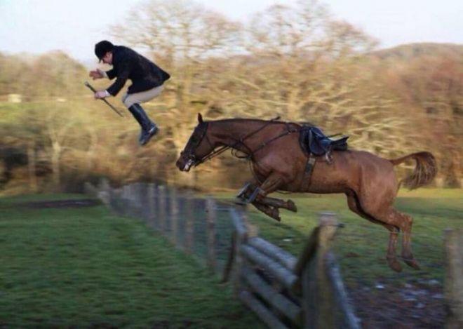 упал с лошади