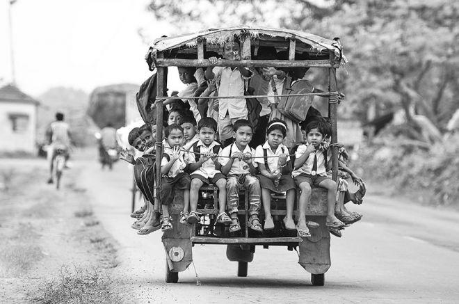 Школьный моторикша в Белданге (Индия)
