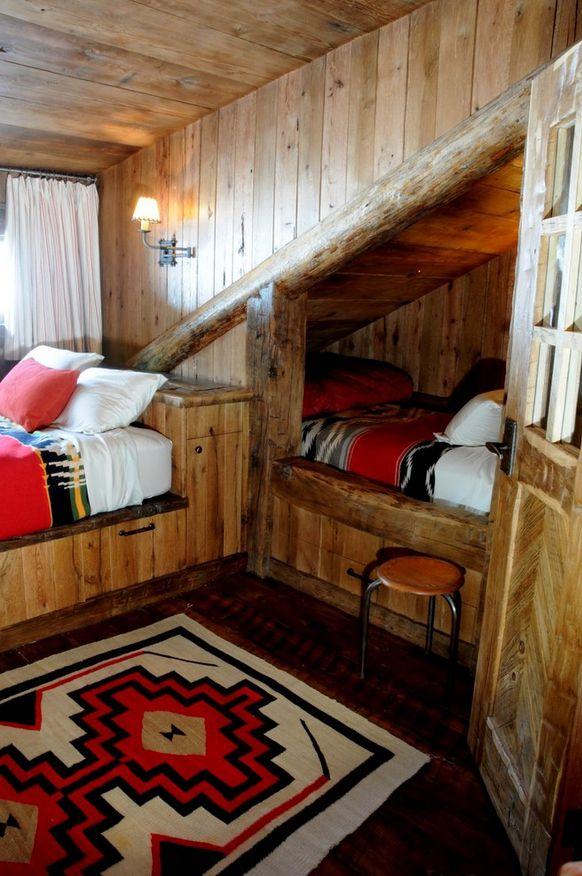 Кровать под навесом