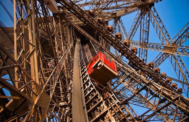 Лифт на Эйфелевой башне