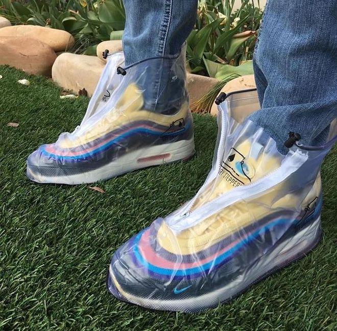 больше в дождь обувь