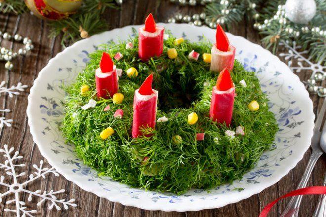 Еще один вариант украшения салата из крабовых палочек