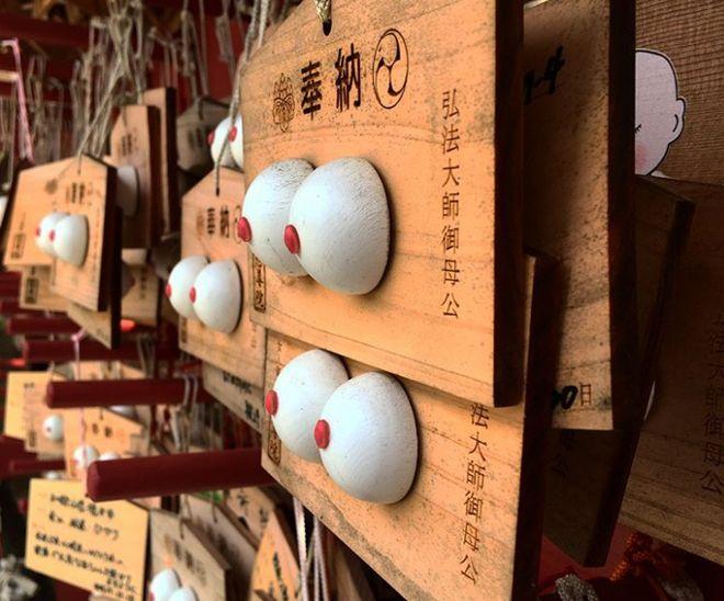 храм женской груди япония