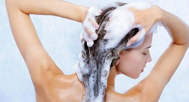 Периодическое глубокое очищение волос.