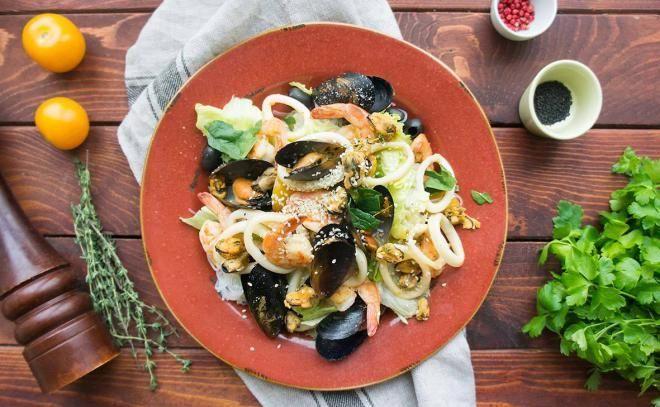 При приготовлении морепродуктов или овощей
