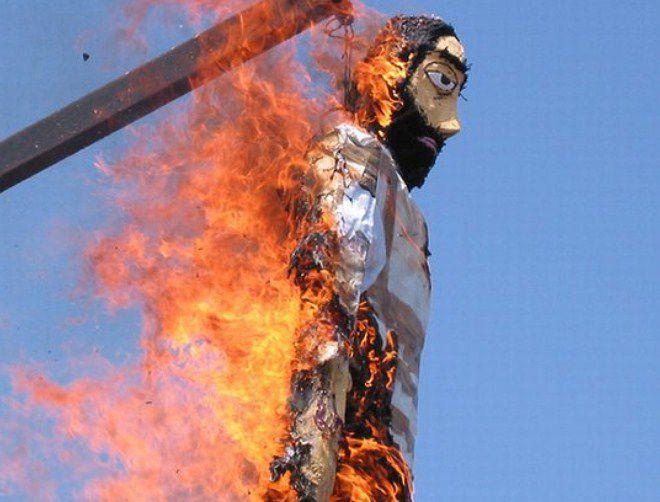 греки сжигают на Пасху чучело