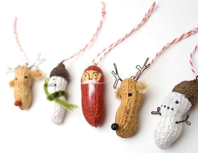 Креативные елочные игрушки из обычных орешков