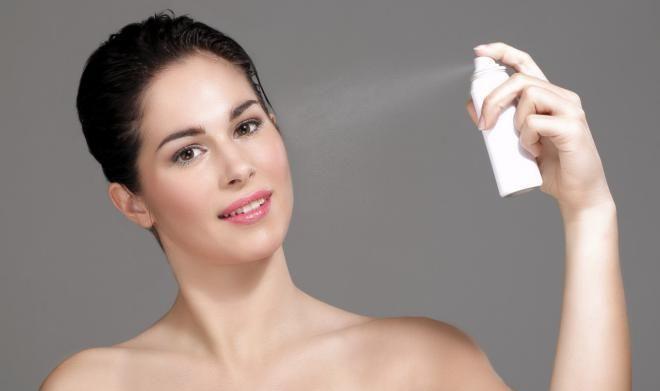 Зимой кожу нужно как можно чаще увлажнять термальной водой