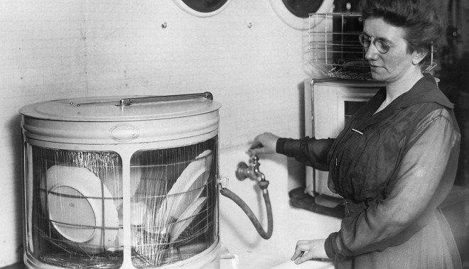 посудомоечная машина была изобретена женщиной, которой надоело покупать новые чащки